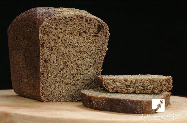 买面包时,聪明人会避开这4种!店长:一看就知你是内行人