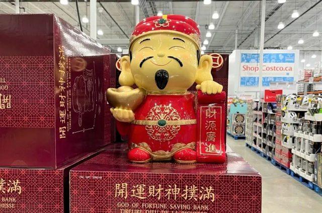 Costco上年货啰!一大批亚洲美食齐报到,门口居然还有财神爷相迎?
