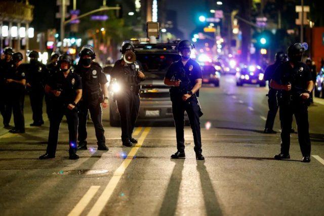 洛杉矶华人爸爸戴口罩手套上班 仍被同事传染!