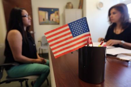 拜登废除川普时期公民入籍考试 恢复旧版本