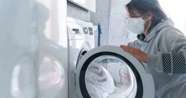可怕! 科学家警告 新冠病毒可在衣服上存活3天 在家清洗或无法消灭!