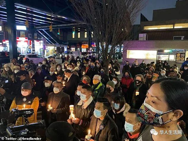 解气又心疼!白男直接被打趴,76岁老奶奶棒打暴徒,华裔不该再沉默,受的气打回去!