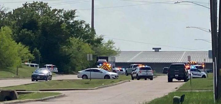 德州发生大规模枪击案 7人死亡 学校封锁 警方急搜捕