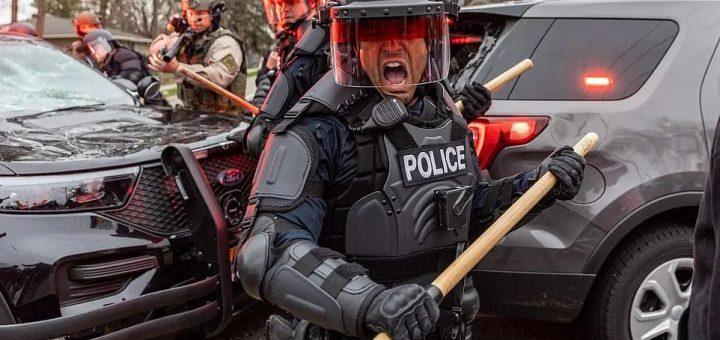 宵禁!全州进入紧急状态,国民自卫队进驻!又是明州!警察掏错枪杀死黑人嫌犯!