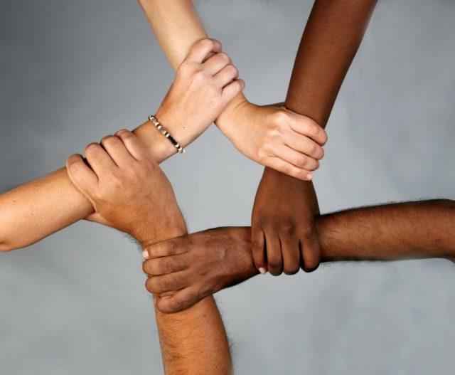歧视与暴力!陷入安全危机的 美国亚裔群体
