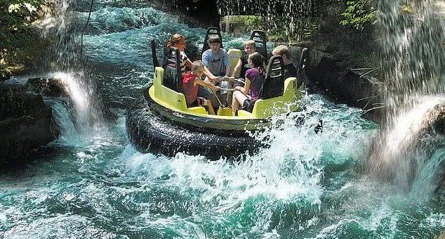 11岁男孩惨死!美最热门项目出事,水上乐园皮筏侧翻,造成1死3伤