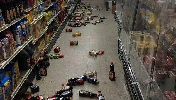 6级地震,75次余震,加州与内华达交接大块山石滚落