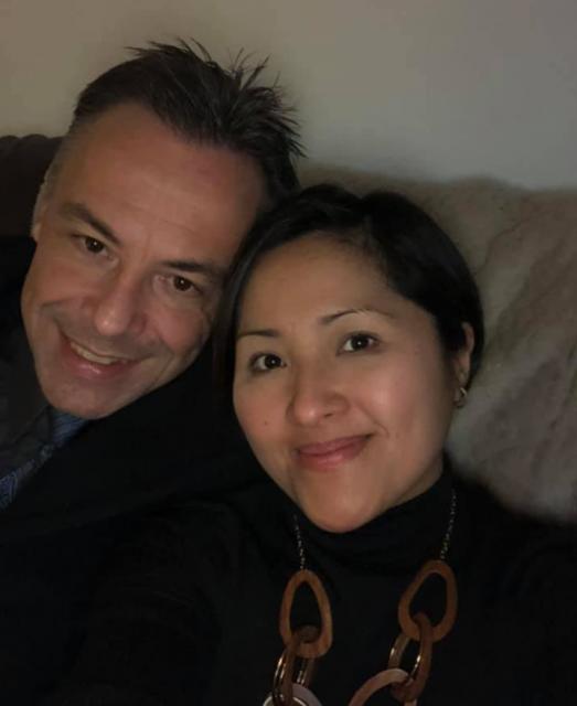 灾难! 亚裔一家自驾来温哥华 女婿开车突然中风 车子滚出高速 丈母娘死亡!