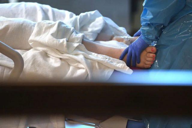 警钟炸响! 儿童感染突然暴增 5岁娃肺炎中风死亡 全家阳性! 患者死前求打疫苗!