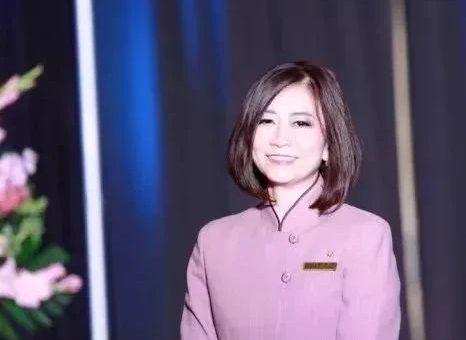 太励志! 华人空姐带3娃移民 从说中式英语到考入名校 如今成儿子学妹!
