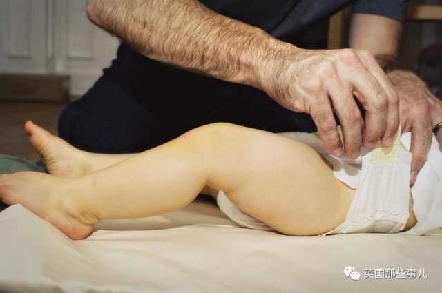 给宝宝换尿布前父母要先征求宝宝同意?澳洲这机构引发巨大争议!