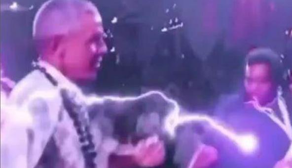 引众怒!奥巴马60岁生日派对视频流出,主人宾客不戴口罩集体热舞