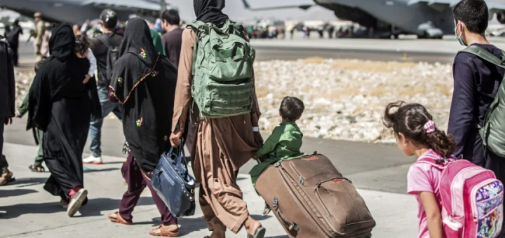 逃离阿富汗的父亲:这是我能给女儿的最大礼物,她们将在一个拥有一切的国家长大