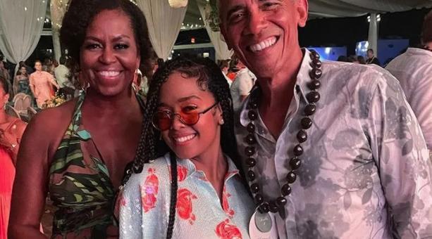 美国前总统奥巴马生日派对现场曝光,明星云集没人戴口罩,还有人抽大麻
