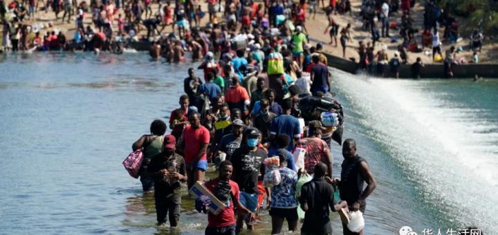 德州宣布紧急状态!上万非法移民疯狂涌入挤爆边境,拜登下令驱逐为时已晚!