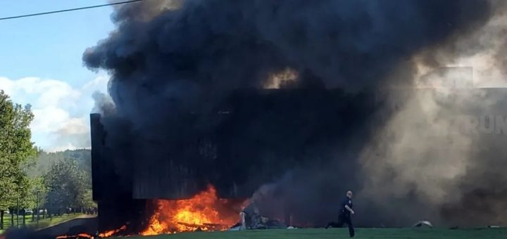 恐怖! $300万私人飞机撞上大楼 机上4人全部惨死 熊熊大火吞噬建筑!