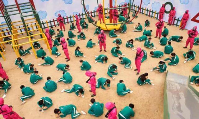 鱿鱼游戏国外太火爆,暴力事件频发,学生大打出手,学校快愁坏了