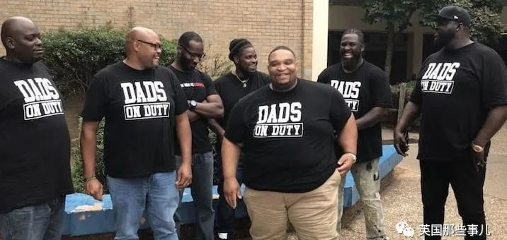 学校打架频发,美国爸爸们坐不住了:学校管不了我们管! 