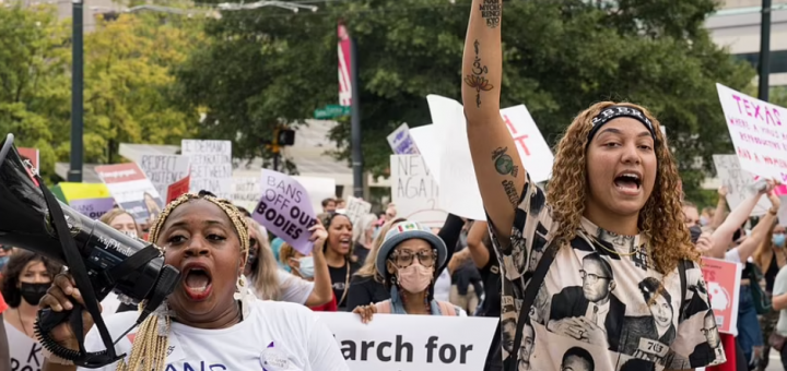 疯狂!死亡已70万!无惧疫情,数万妇女上街,全美600场抗议大游行!