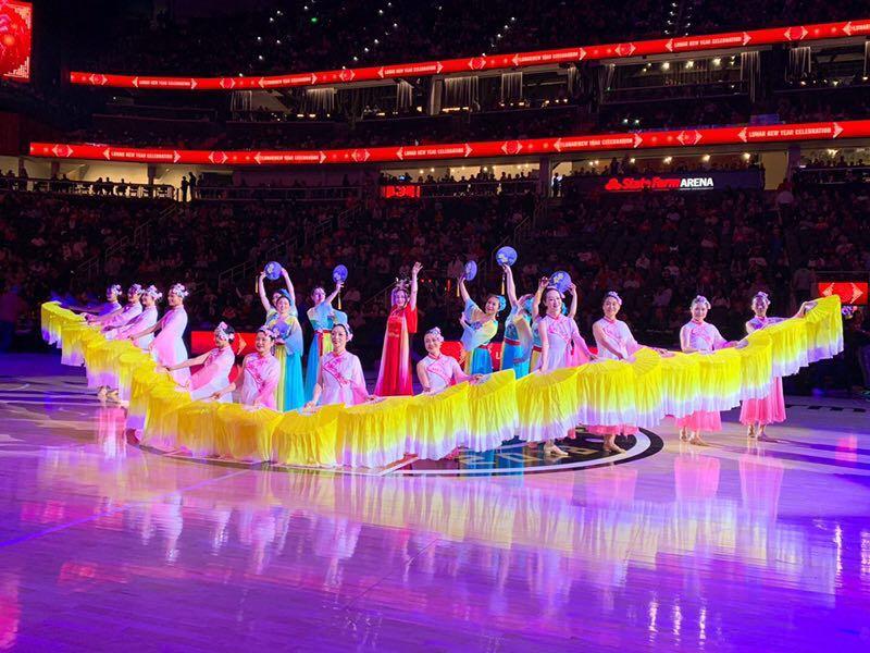 美国NBA亚特兰大老鹰队对华盛顿奇才队华裔团体参与表演